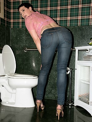 Free Big Ass Toilet Porn Pictures